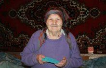 Maria (87) heeft niet veel, maar is blij met wat ze heeft